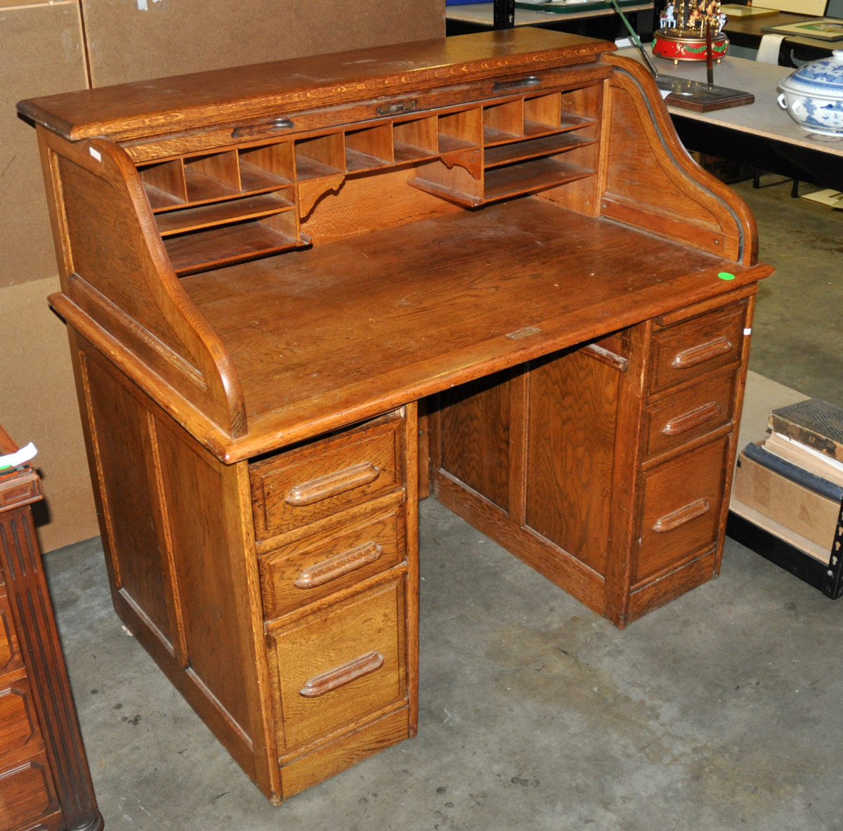 Auction company 751 walnut victorian marble top parlor table ca 1870 - 24