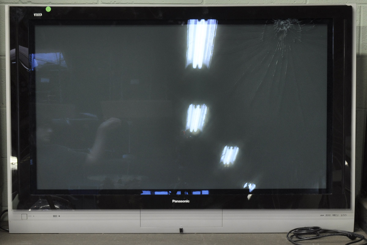 10 2004 Panasonic Th50px25 Flat Screen Tv W Remote Front